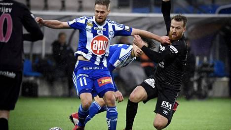 Viime kaudella 14 maalia paukuttanut Akseli Pelvas on loppukauden sivussa.