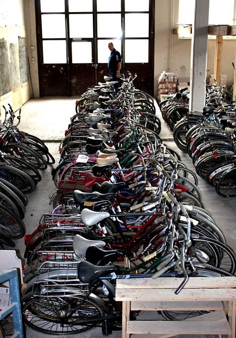 Vuonna 2008 poliisi paljasti harvinaisen suuren pyörävarkaussarjan. Eteläpohjalaiselta maatilalta löytyi satamäärin varastettuja pyöriä.