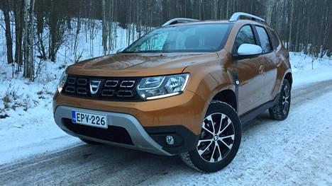 Noin vuosi sitten kokonaan uudistuneen Dacia Dusterin laatuvaikutelma on aiempaa sukupolvea selvästi parempi. Maavaraa on nykyautoksi mukavat 21 senttimetriä.