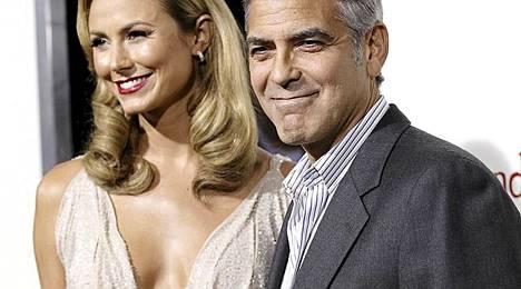 George Clooney ja Stacy Keibler ovat Clooneyn mukaan edelleen yhdessä.