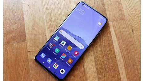 Xiaomi Mi 10 5G on laitteistoltaan hyvin suunniteltu puhelin, jonka viimeistely kuitenkin onnahtelee paikoitellen.
