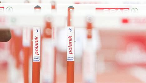 Kalevan Kisojen naisten 400 metrin aitajuoksun alkuerissä oli dramaattinen hetki.