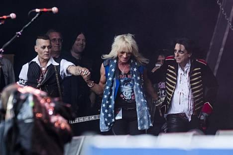 Johnny Depp talutti Michael Monroen kanssaan lavalle.
