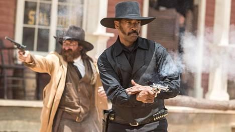 Lännenelokuvan The Magnificent Seven yhdessä pääosassa nähdään Denzel Washington.