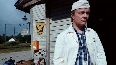 Sisko Istanmäen romaaniin perustuva Liian Paksu perhoseksi -elokuva esitettiin TV1-kanavalla 1998. Mika Nuojua näytteli Erniä, joka oli naisten alistama kyläkauppias elämämuutoksen kourissa.