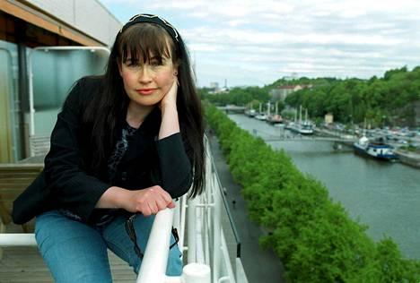 Tuula Amberla kuvattuna Turussa vuonna 1999 Down by the Laituri -festivaaleilla.