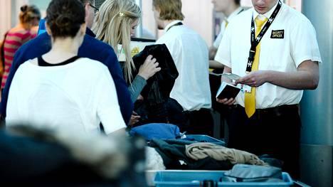 Toistaiseksi myönnetyt vartiointialan lakon poikkeusluvat eivät koske lentokentän turvatarkastajia.