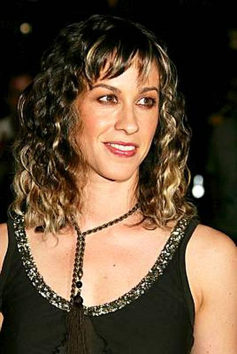 Alanis Morrissette joutui aikoinaan pussailemaan Sarah Jessica Parkeria Sinkkuelämää-tv-sarjassa.