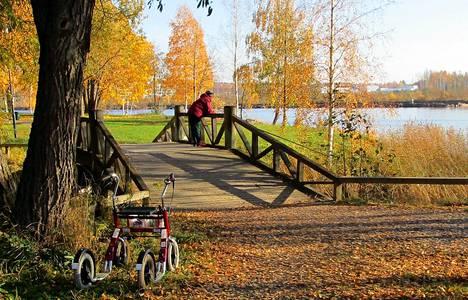 –Joensuussakin hätyyteltiin +19 asteen rajaa. Lämmin ilma sai ihmiset liikkeelle ja nauttimaan lokakuun super-sunnuntaista, kirjoitti kuvan lähettänyt Juha Pitkänen.