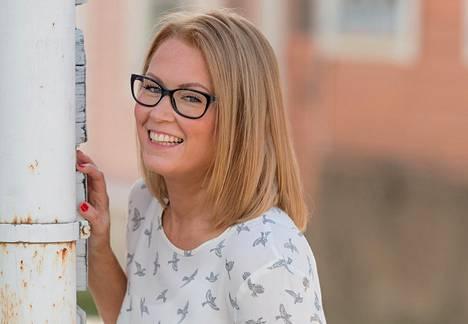 Keittiö on helpoimpia järjestettäviä alueita kotona, sillä ruokatuotteisiin ei yleensä liity tunteita, Laura Holmström kertoo.