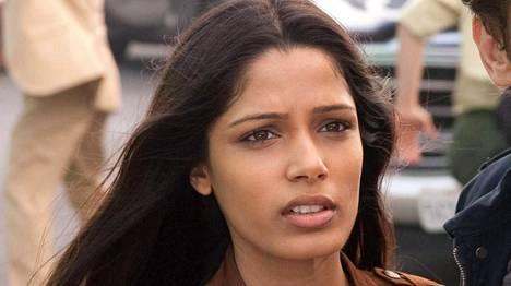 Intialaisnäyttelijä Freida Pinto on vakuuttunut L'Orealin syyllistyneen kuvankäsittelyyn.