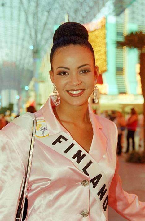 Lola Odusoga Miss Universum -kisoissa toukokuussa 1996 Las Vegasissa.