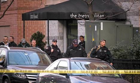 Poliisi tutki asuntoa New Jerseyn Hobokenissa kouluammuskeluun liittyen.