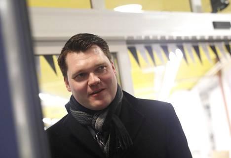 Kansanedustaja Mikko Savolan (kesk) mielestä pääministeri Juha Sipilän (kesk) kaudella vastaavia näpäytyksiä ei sattunut.