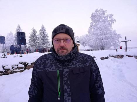 Jouni Heiskanen kantoi turvaan ehtoollishopeat ja alttaritaulun sekä osan alttarivaatteista. Kiihtelysvaarassa hiljennyttiin myöhemmin hiiltyneen ristin ympärille jouluaattona 2018.