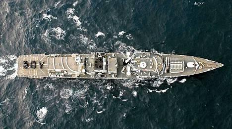 Iso-Britannian kuninkaallinen laivasto juhlisti kruununperillisen syntymää Karibialla.