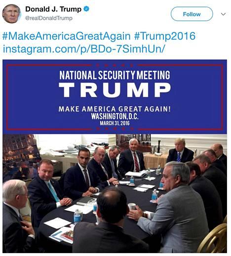 Kuvakaappaus Donald Trumpin vaalikampanjan aikana Twitter-tilillään julkaisemasta viestistä, jonka kerrotaan esittävän kuvaa kansallista turvallisuutta koskevasta tapaamisesta. George Papadopoulos on kuvassa kolmantena vasemmalta.