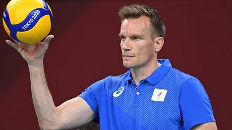 Tuomas Sammelvuo valmentaa Venäjän miesten lentopallomaajoukkuetta.