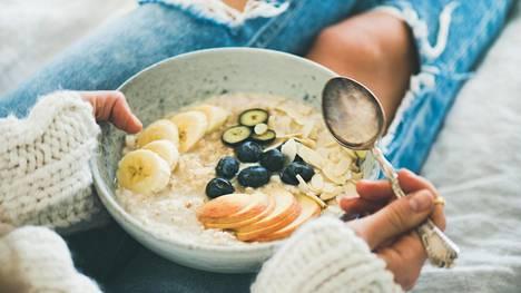 Jaksamiseen vaikuttavat päivän aterioista erityisesti aamupala ja lounas.
