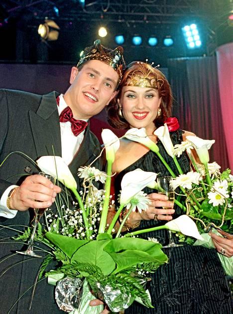 Saija Varjus kruunattiin tangokuningattareksi 1996. Vuoden tangokuninkaaksi valittiin Tomi Markkola.