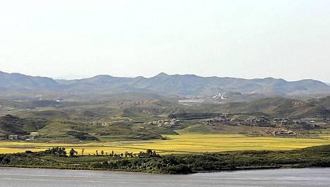 Näkymä Etelä-Koreasta Imjin-joen yli pohjoisen puolelle.