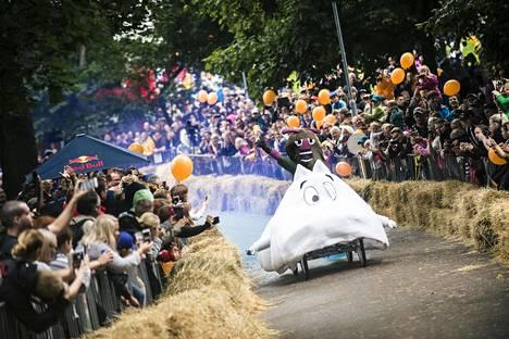 Edellisen kerran Mäkiauto GP järjestettiin Helsingissä elokuussa 2017. Tuolloin Tähtitorninmäen rinnettä alas viiletti mm. lentävä Muumi eli Team Flying Moomin.