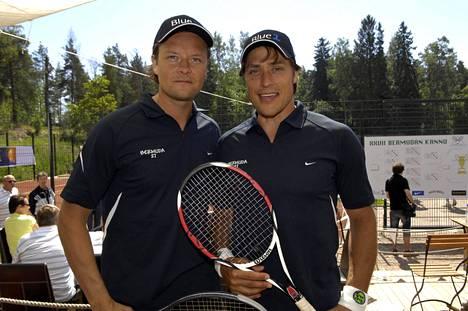 Keijo Säilynoja ja Teemu Selänne Bermuda tennisturnauksessa Helsingin Kalastajatorpalla kesäkuussa 2007.