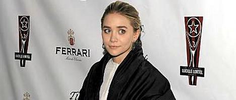 Entinen lapsitähti Ashley Olsen oli koneessa, jossa syttyi tulipalo. Nykyään Olsen työskentelee muotisuunnittelijana.