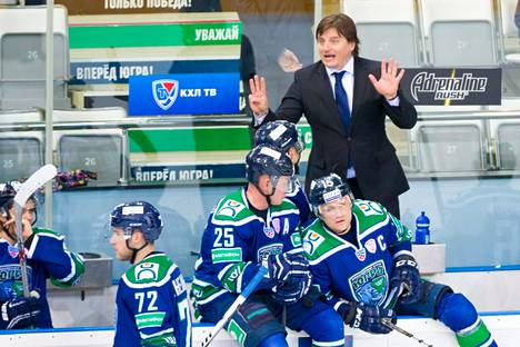 Potaitshuk toimi yhden kauden Jugra Hanty-Mansijskin managerina KHL:ssä. Hän työskenteli kaudella 2014–15 myös hetken aikaa päävalmentajana, kun Dmitri Juskevitshille oli annettu potkut.