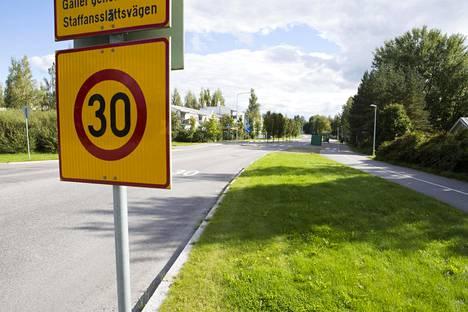 Nopeusrajoitus on Helsingissä entistä useammassa paikassa 30 km/h.