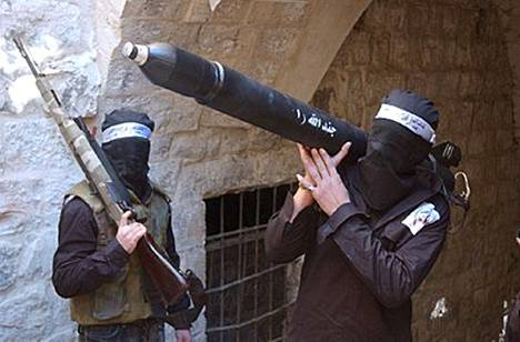 Palestiinalaistaistelijat ovat jatkaneet raketti-iskujaan Israelin puolelle.