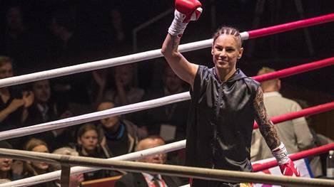 50000 euron ottelun peruminen sai Eva Wahlströmin raivostumaan – sivalsi kovan vihjauksen vastustajasta