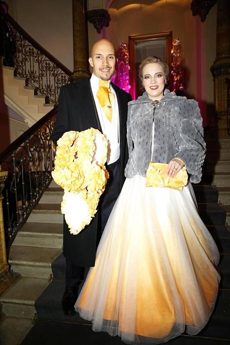 Saana Tyni ja puoliso Henri Haho Linnan juhlien jatkoilla.