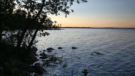 Antti Huttunen kuvasi heinäkuun alussa Paasveden öisen kraaterin. Hän toivoo palaavansa joskus, kun syyspimeät ovat alkaneet.