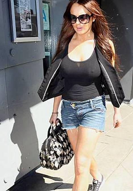 Minne jäivät Lindsay Lohanin rintaliivit?