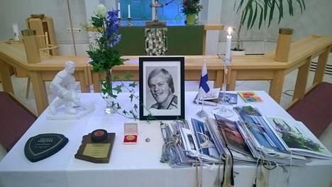 Jääkiekkolegenda Lauri Mononen siunattiin lauantaina haudan lepoon.