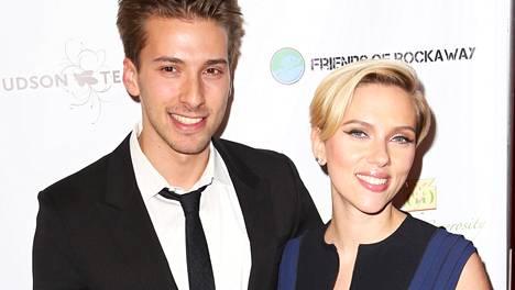 Scarlett Johansson kaksoisveljensä Hunter Johanssonin kanssa.