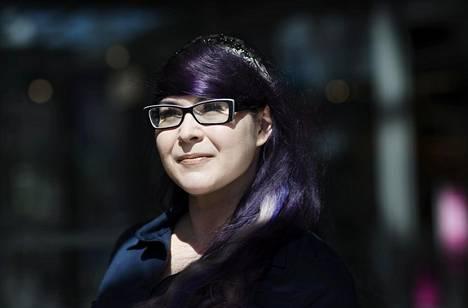 Journalisti-lehden päätoimittaja Maria Pettersson uskoo Ari Lahdenmäen aseman vaikuttaneen siihen, ettei häntä vaadittu tilille aiemmin. Pettersson puhuu yhteiskunnan vaikenemismekanismista, jossa vaikutusvaltaisia ja mukavina pidettyjä ihmisiä on vaikea syyttää mistään.