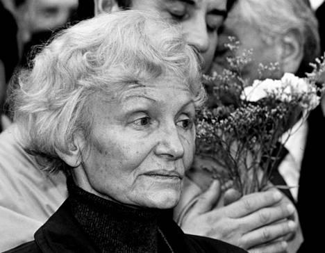 """Margot Honeckeria kutsuttiin """"violetiksi noidaksi""""."""