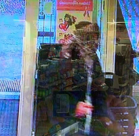 Koskelan kauppaliikkeen sunnuntain 14.10. ryöstön epäilty tekijä.