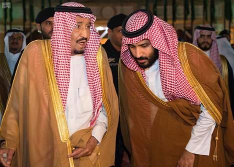 Kuningas Salman nimitti yllättäen kesäkuussa seuraajakseen lempipoikansa Mohammedin.