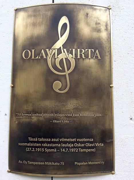 Olavi Virta sai muistolaattansa Pispalaan.