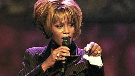 Houston nousi uransa aikana yhdeksi kaikkien aikojen suosituimmista laulajista.