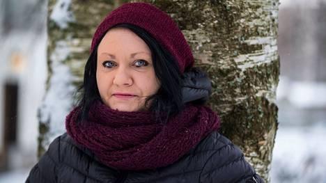 Kirjailija Hanna Hauru oli vuonna 2017 Finlandia -palkinnon ehdokas teoksellaan Jääkansi.