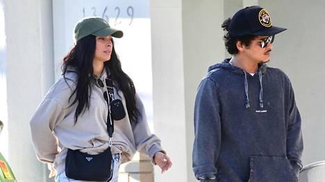 Bruno Mars ja Jessica Caban mukavissa oloasuissa.