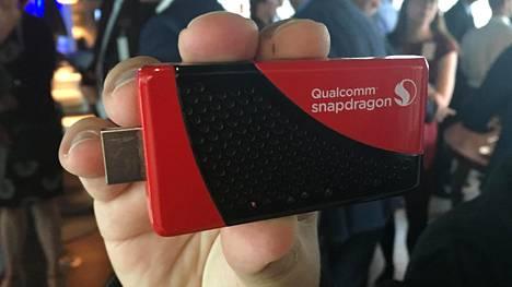 Qualcomm esitteli television hdmi-porttiin liitettävää mokkulaa Nokian tilaisuudessa keskiviikkona.
