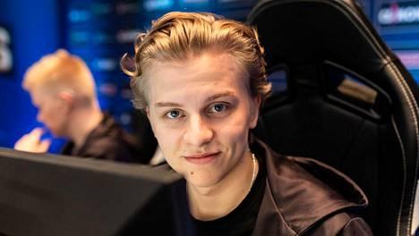 """Aleksi """"Aleksib"""" Virolainen ehti pelata ENCEssä reilut 16 kuukautta. Seuraavaksi hän pukee päälleen OG:n pelipaidan."""