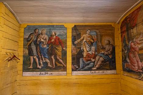 Muhoksen kirkon sakastissa on vielä jäljellä kirkkomaalari Emanuel Granbergin vuosina 1773–1775 maalaamia kuvia.