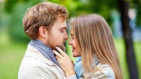 Kolmantena pyöränä olo voi olla todella kipeää tai sitten vapauttavaa. Joskus suhde hiipuu ystävyydeksi tai syvenee jopa avioliitoksi.