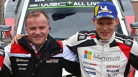 Tallipäällikkö Tommi Mäkinen nousi vielä Ott Tänakin vierelle palkintokorokkeelle, kun virolaiskuski voitti Britannian MM-rallin lokakuun alussa.